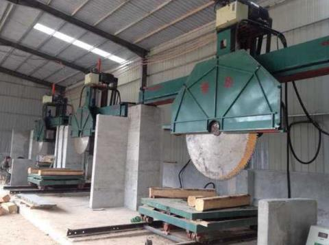 marble cutting saw in factory photo