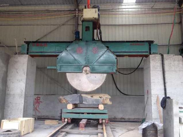 marble cutting saw working photo